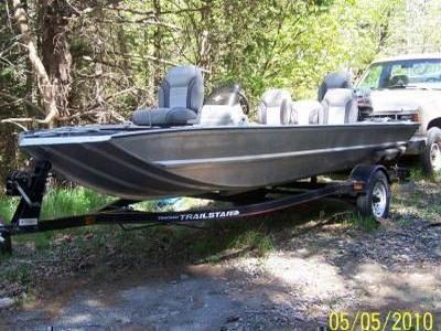 Bass Tracker Pro Team Boat