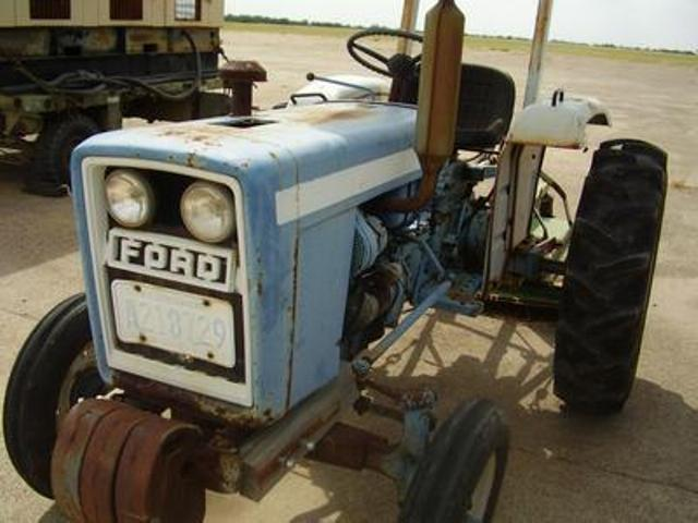 Ford F1700 tractor