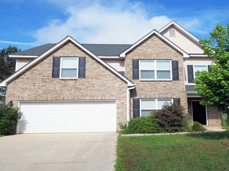 Single family home located in centerville georgia for Homes built under 100k